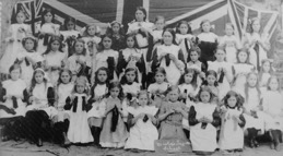 Bishopsteignton Primary School knitting socks for soldiers in WW1