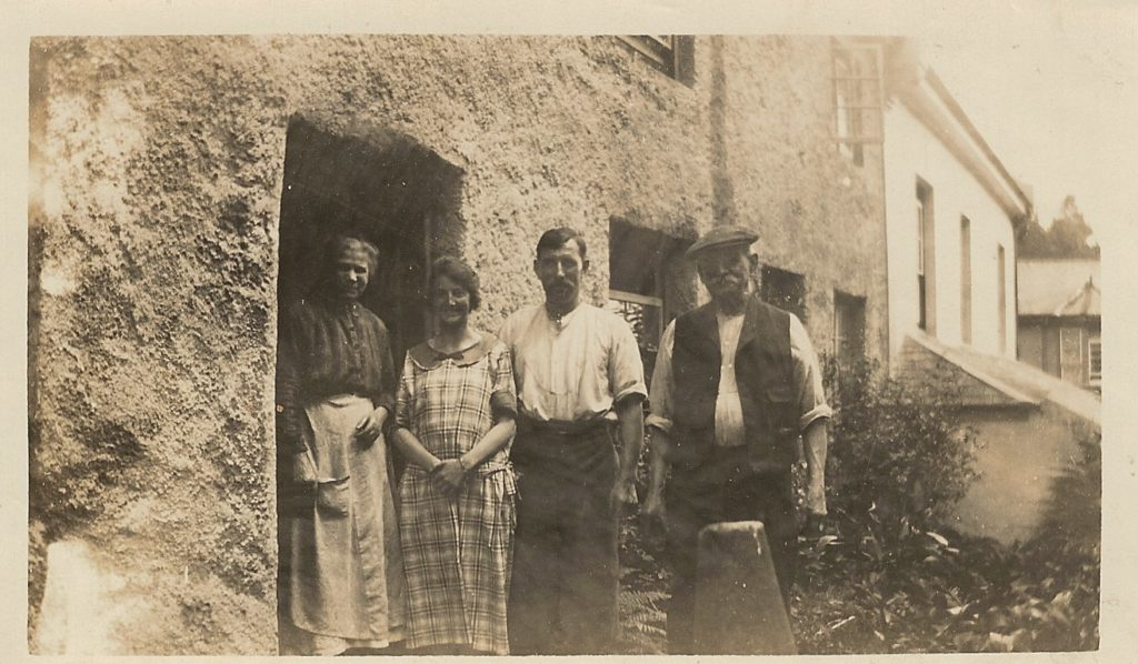 a11c Gordon Major and wife Flo John and Louise Major 1924