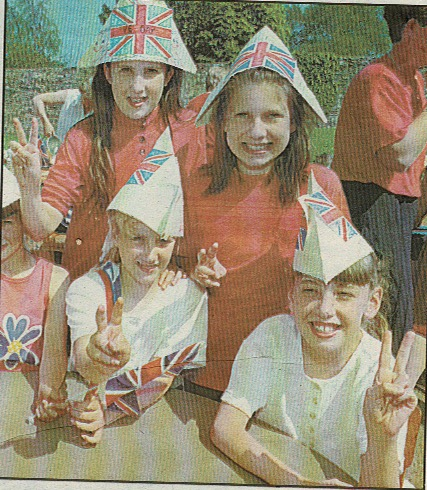 Teignmouth kids celebrating VE-Day 1995