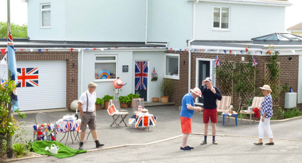 Manor Road folk VE Day 75