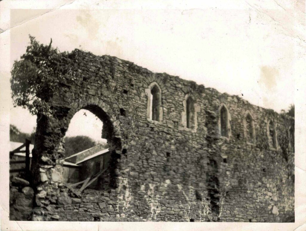 Photograph of Bishop's Palace ruins, Bishopsteignton, c. 1910.