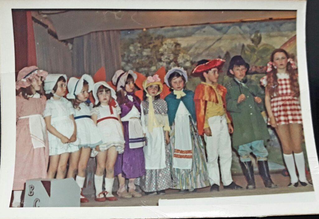 Bishopsteignton Childre's Theatre cast of Wizard of Oz, 1972/3